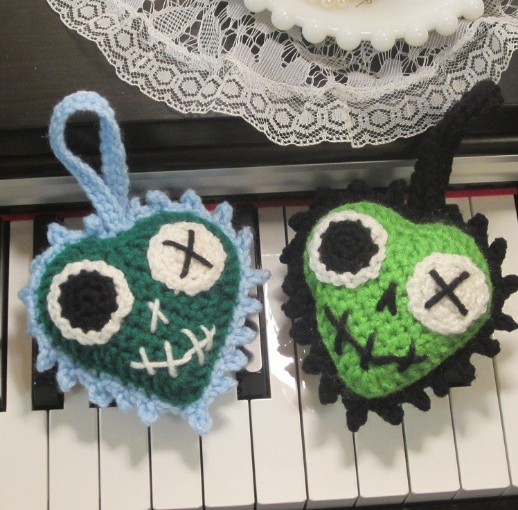 Crochet Zombie Patterns : Zombie Heart Luvz Crochet Pattern craftyghoul